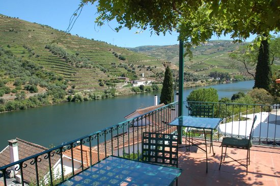 Cycling-Holidays-Douro-Quinta-de-La-Rosa-terrace
