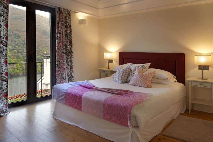Cycling-Holidays-Douro-Quinta-de-La-Rosa-bedroom
