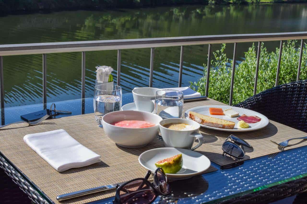 Cycling-Holidays-Douro-Quinta-de-La-Rosa-breakfast